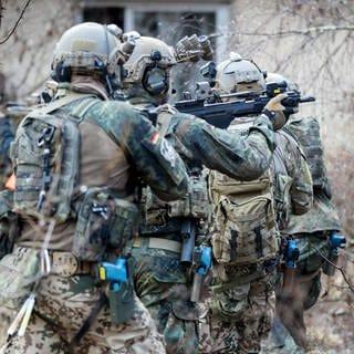 Bundeswehrsoldaten der Eliteeinheit Kommando Spezialkräfte (KSK) bei einem Training. (Foto: dpa Bildfunk, picture alliance/dpa | Kay Nietfeld)