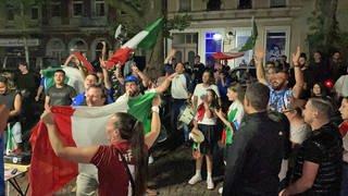 Italienische Fans feiern in Karlsruhe (Foto: SWR, Markus Bender)