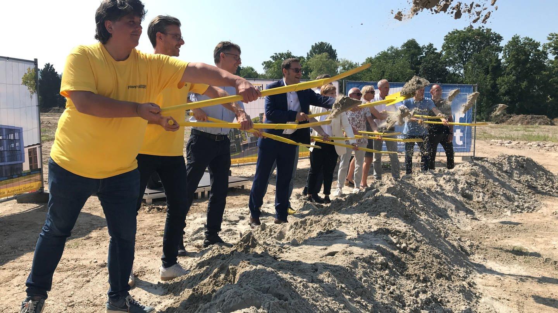 Der symbolische Spatenstich für den neuen IT-Campus in Achern