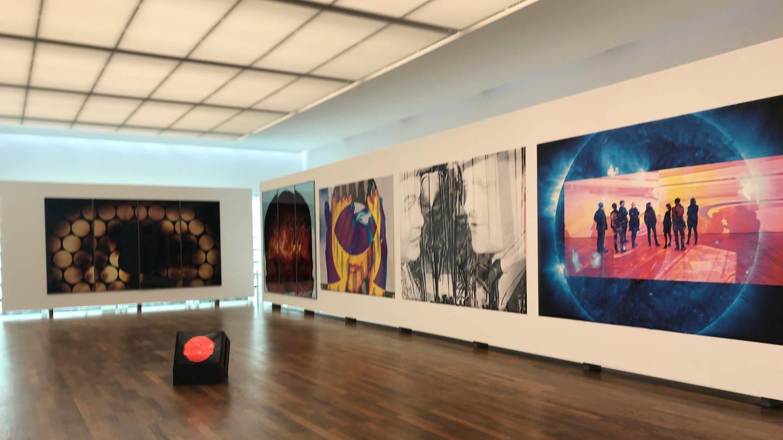 Großformatige Bilder von Katharina Sieverding im Burda-Museum