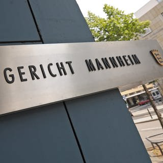 Schild vom Landgericht Mannheim (Foto: SWR)