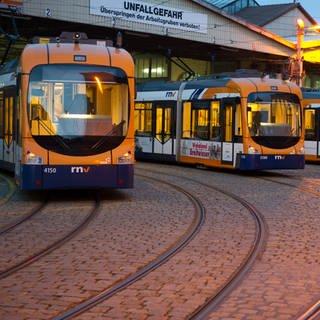 Die Straßenbahnen der Rhein-Neckar-Verkehr GmbH (RNV) bleiben wegen des Streiks den gesamten Dienstag im Heidelberger Depot (Foto: dpa Bildfunk, Uwe Anspach)