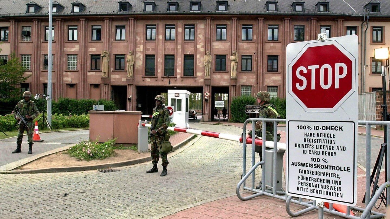 Nach 9/11: Amerikanische Soldaten bewachen den Haupteingang der amerikanischen Kaserne Campbell Barracks in Heidelberg.