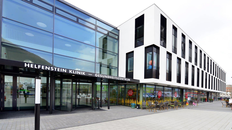 Der Eingang zur Helfenstein-Klinik