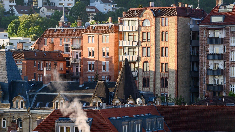 Stuttgart: Häuser werden von der Morgensonne beschienen (Foto: dpa Bildfunk, picture alliance/Sebastian Gollnow/dpa)