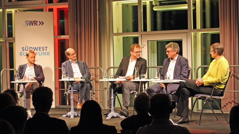 Podiumsdiskussion über Fachkräftemangel im SWR Studio Freiburg (Foto: SWR, Anita Westrup)