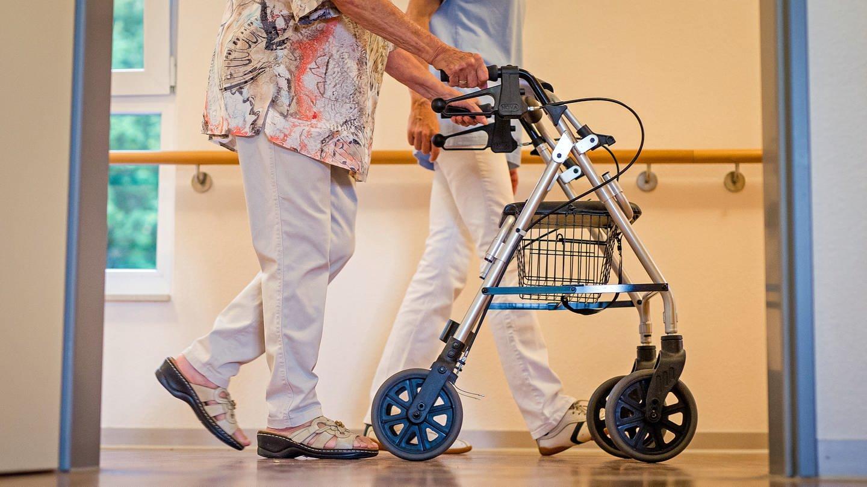 Ruf nach Corona-Schutzausrüstung in Freiburger Pflegeheime wird immer eindringlicher (Foto: dpa Bildfunk, picture alliance/Christoph Schmidt)