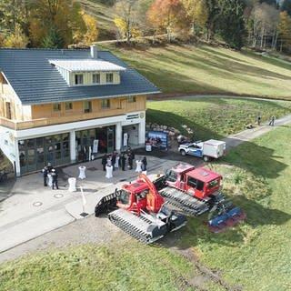 Die neue Bergrettungswache in Menzenschwand vereint Ehrenamtliche, Material und Fahrzeuge unter einem Dach. (Foto: SWR, Anita Westrup)