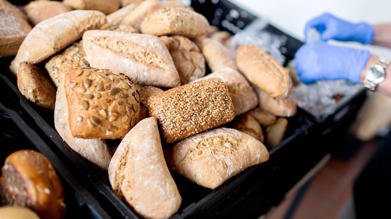 Brötchen in einer Bäckerei (Foto: picture-alliance / Reportdienste, dpa Bildfunk, Hauke-Christian Dittrich)