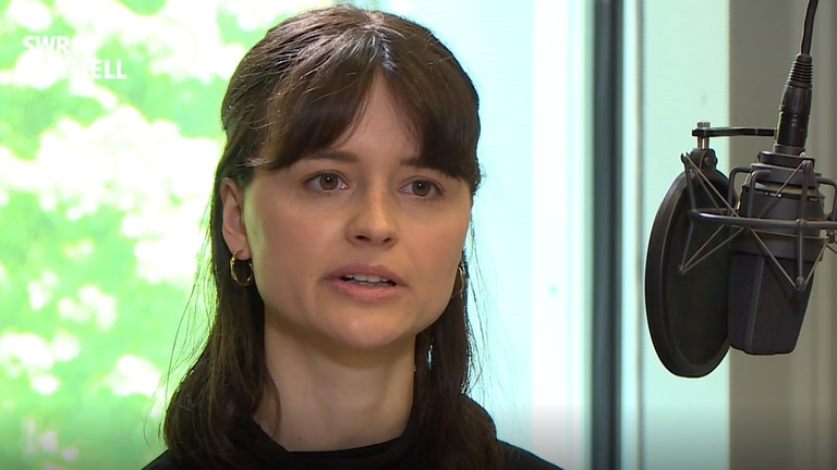 Rastatter Prozesse: Studio-Interview mit der Rechtshistorikerin der Uni Freiburg Marlene Kottmann, die als eine der wenigen die Gerichtsakten auswertet (Foto: SWR, Roland Scheider)