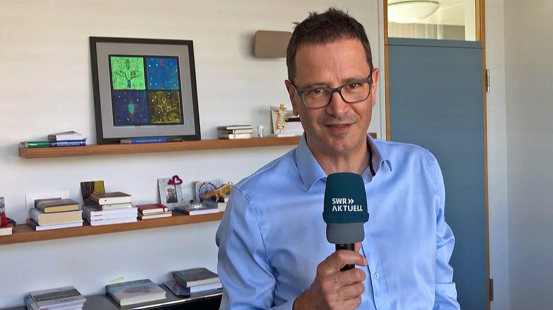 Diagnose Hirntumor - Neurochirurg der Uniklinik Freiburg, Jürgen Beck, beantwortet Fragen