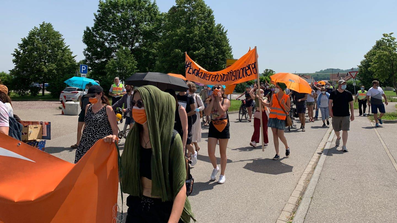 Bündnis verschiedener Initiativen demonstrieren nach der Innenminister-Konferenz in Rust