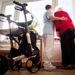 Altenpflege (Foto: dpa Bildfunk, Tom Weller)