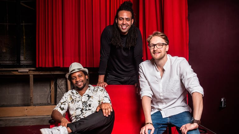 Die Musiker der Band TRIMAR: v.li. Alberto Diaz Castillo / Piano, Carlos Josué Remis Lorenzo / Bass und  Michael Mischl / Drums
