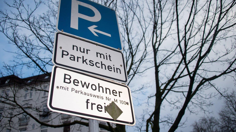 Eine Parken-Beschilderung mit Hinweis auf Anwohnerparken.