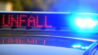 Polizei im Einsatz bei einem Unfall (Symbolbild) (Foto: SWR)