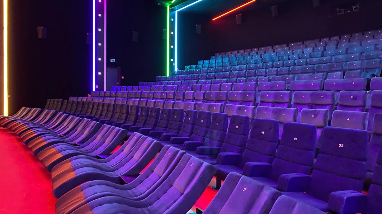 Ein leerer Kinosaal des Kinos in Neu-Ulm