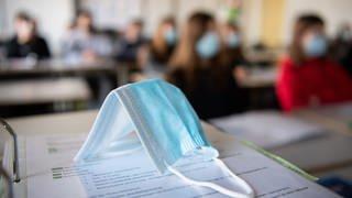 Könnte das Impfen bald wieder ganz normalen Unterricht ermöglichen? (Foto: dpa Bildfunk, picture alliance/dpa   Matthias Balk)