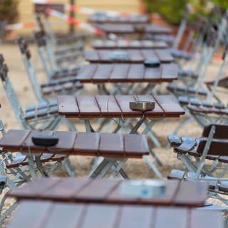 Leerer Biergarten (Foto: dpa Bildfunk, picture alliance/Robert Michael/dpa-Zentralbild/dpa)