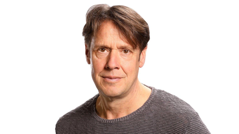 Christoph Quarch ist vor weißem Hintergrund im Portrait zu sehen.