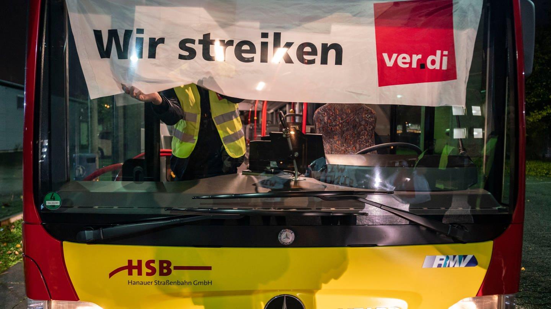 Busstreiks: Arbeitgeber fordern Land zum Handeln auf