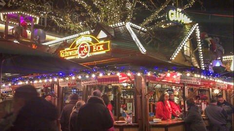 Das Glühwein-Eck auf dem Weihnachtsmarkt in Kaiserslautern. (Foto: SWR)