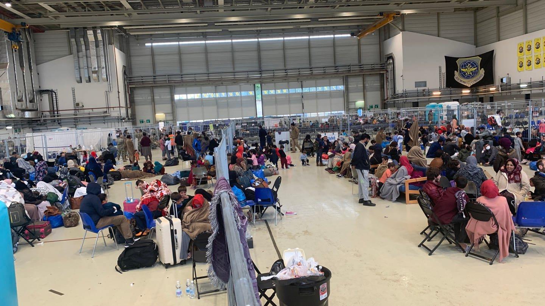 Afghanische Flüchtlinge in einem Hangar der US-Air base Ramstein