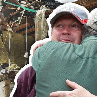 Ein Dorf baut auf: Peter Schnitzler muss mit ansehen, wie sein Hiotel in Dernau abgerisssen wird (Foto: SWR)