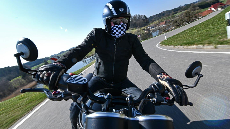 Motorradfahrer auf Tour (Foto: dpa Bildfunk, Picture Alliance)
