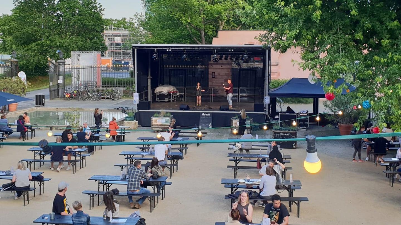 Im Biergarten am Schloss in Mainz finden auch trotz Corona Konzerte statt (Foto: mainzplus CITYMARKETING)