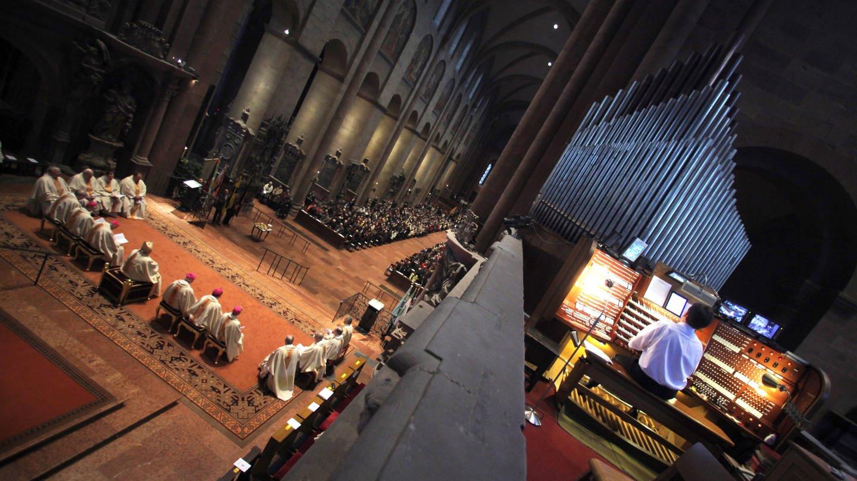 Die alte Orgel im Westchor des Mainzer Doms ist für den Gemeindegesang weniger geeignet. Der Dom bekommt ein neues Orgelsystem, das aus drei Orgeln besteht.