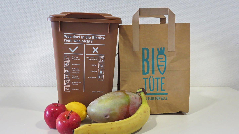 In der Region Trier können Bürger seit 2018 ihre Bioabfälle freiwillig in der Biotüte sammeln und dann zu Containern bringen. (Foto: SWR)