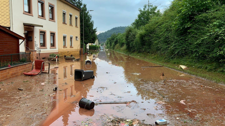 Uberschwemmte Straße in Trier-Ehrang