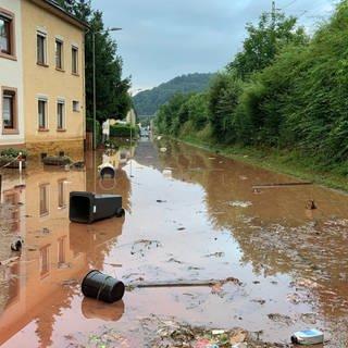 Uberschwemmte Straße in Trier-Ehrang (Foto: SWR)