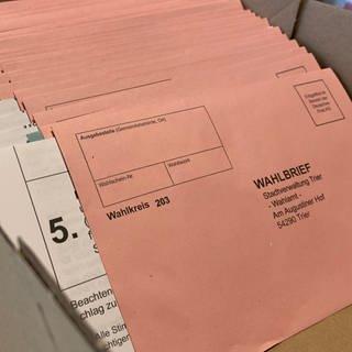 Die Anträge zur Briefwahl bei der Bundestagswahl werden in der Europahalle in Trier bearbeitet. (Foto: SWR)