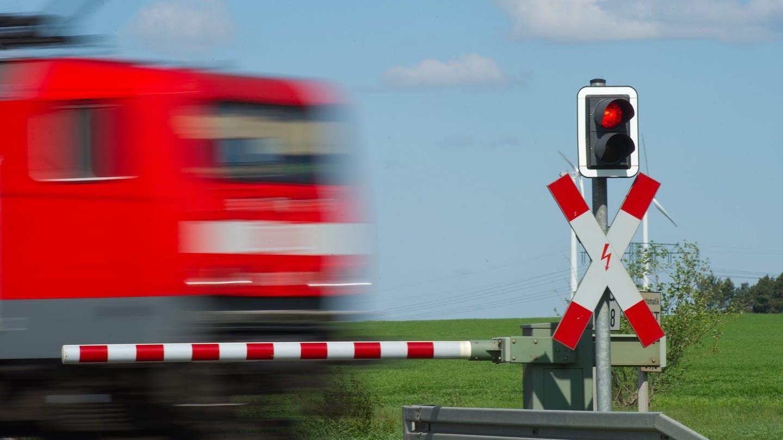 Ein Interregio-Zug: Der Zweckverband Schienenpersonen-Nahverkehr Nord (SPNV) fordert einen besseren Aufbau der Eifelstrecke