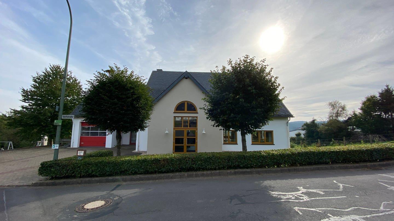 Im 200-Einwohner-Dorf Kerschenbach wählen die Menschen im Gemeindehaus.