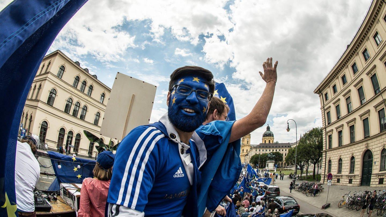 Demo der Bewegung Pulse of Europe in München (Foto: dpa Bildfunk, picture alliance/ZUMA Press)