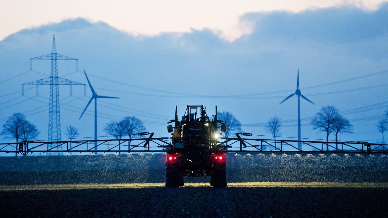 Das Thema Umwelt und Energie wird bei vielen Parteien bei der Landtagswahl 2021 in Rheinland-Pfalz groß geschreiben - auch die Landwirtschaft hat ihren Anteil am Klimawandel (Foto: dpa Bildfunk, Julian Stratenschulte/dpa +++(c) dpa - Bildfunk)