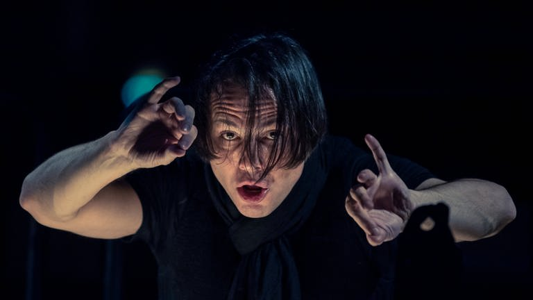 Teodor Currentzis - im Porträt (Foto: Sebastian Gollnow/dpa -)