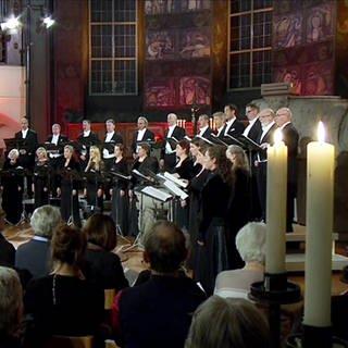 Das SWR Vokalensemble singt in einer Kirche (Foto: SWR, SWR -)