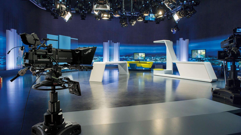 SWR Studio mit Lichttechnik und Kameras im Vordergrund.