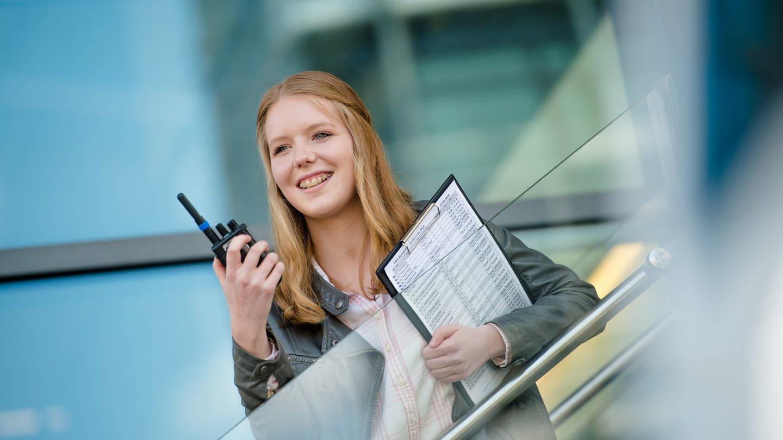Das Bild zeigt eine Auszubildende im Bereich kauffrau für audiovisuelle Medien (Foto: SWR, Gundula Krause)