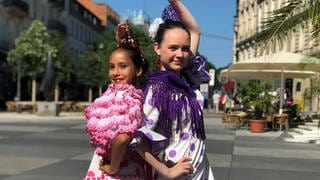 Estela und Valeria in Flamenco-Outfits © SWRNordisch Filmproduction (Foto: SWR)
