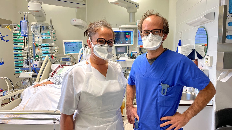 Das Team von Intensivarzt Paul Biever kämpft ums das Leben schwerkranker Covid-Patienten © SWR (Foto: SWR)