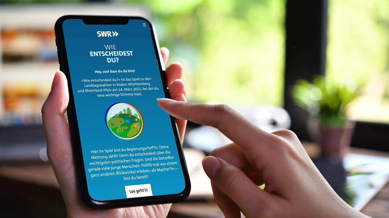 """Das neue SWR Onlinespiel """"Wie entscheidest du?"""" wendet sich gezielt, aber nicht nur, an Erstwähler*innen. © SWR/Getty Images/Istockphoto (Foto: SWR, Getty Images/iStockphoto)"""