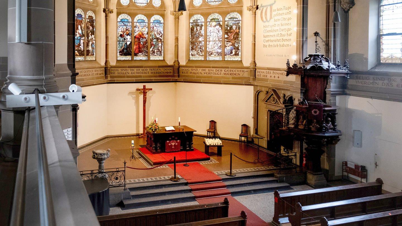 Evangelischer Gottesdienst an Pfingsten aus der Christuskirche Heidelberg. Hier der Blick von der Seitenempore auf den Chorraum.