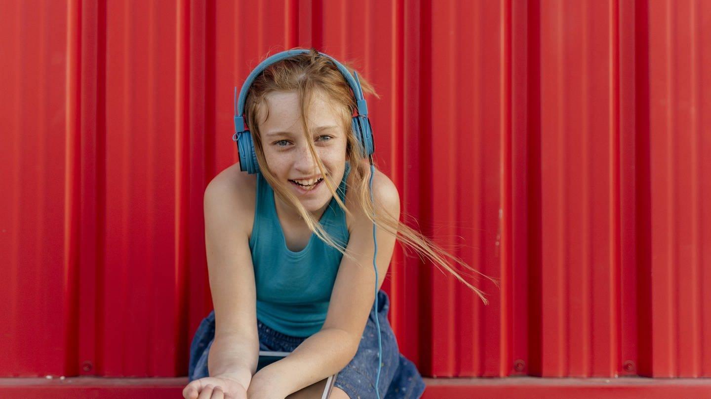 Mädchen mit Kopfhörern (Foto: Imago, Westend61)