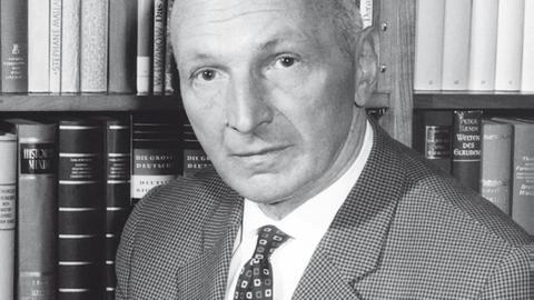 Friedrich Bischoff wird im Jahr 1946 Künstlerischer Leiter des SWFs.