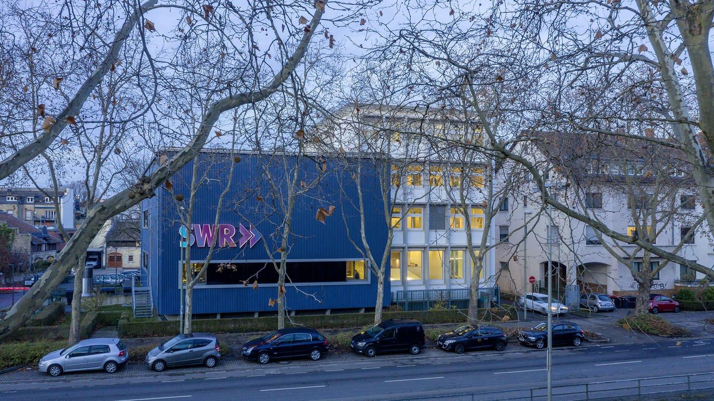 Das Bild zeigt das Studio in Karlsruhe (Foto: Jürgen Pollak)